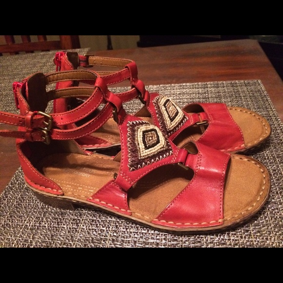 600edd52f329 Naturalizer Reconnect Sandals Size 7